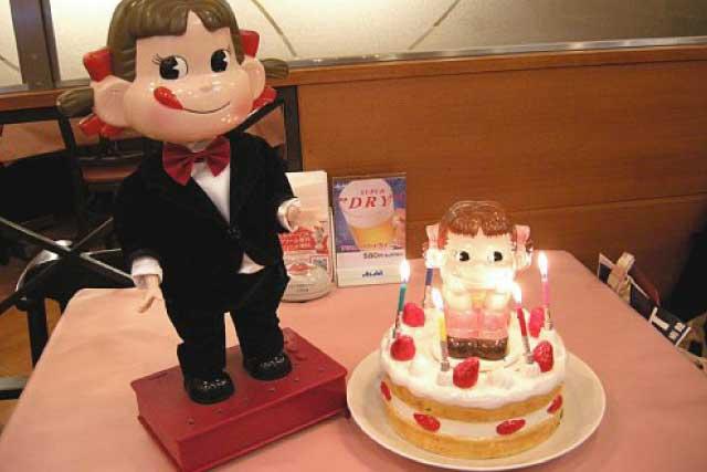 ダンシングペコちゃんとバースデーケーキの画像