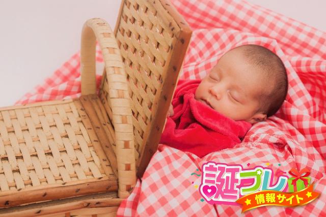 眠る赤ちゃんの画像