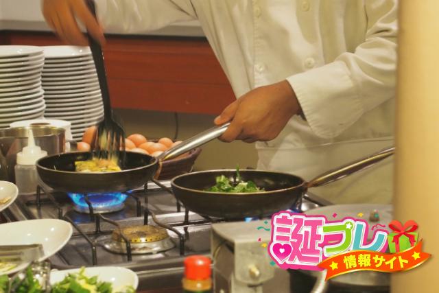 「シェフが料理する」の画像