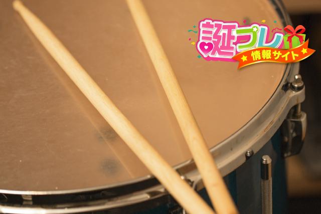 ドラムのスティックの画像