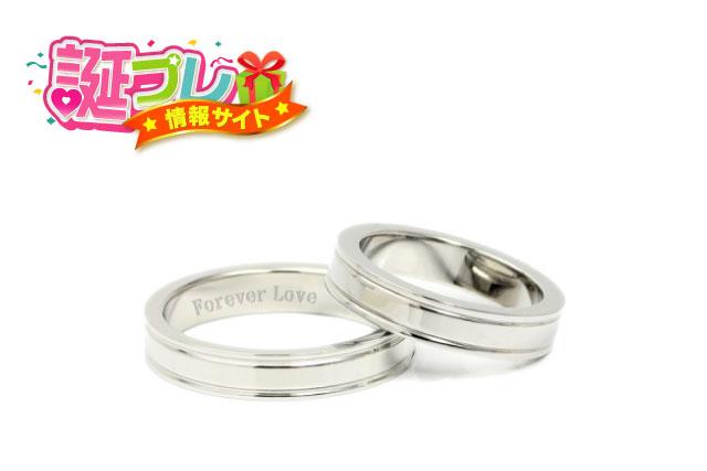 2つの婚約指輪の画像